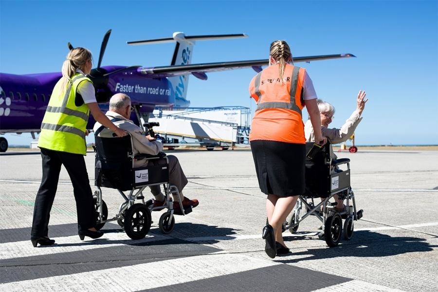 سفر افراد معلول با هواپیما و نکاتی که باید رعایت کنند