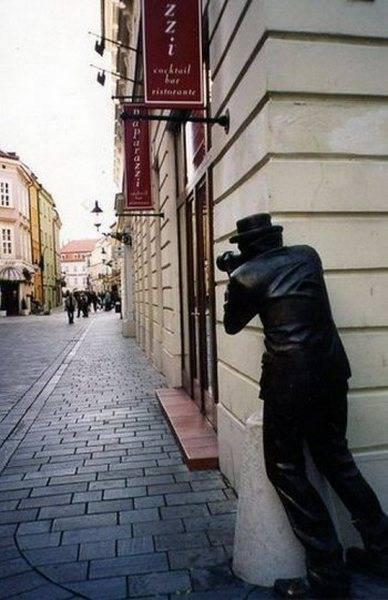 مجسمه ها و تندیس های عجیب و بی معنی