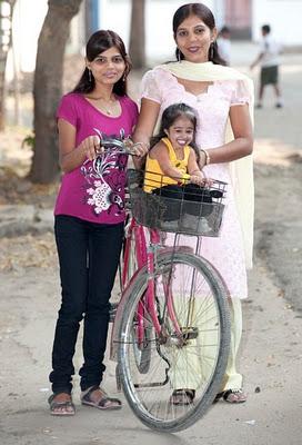 تصاویری از کوتاهترین و کوچکترین زن دنیا