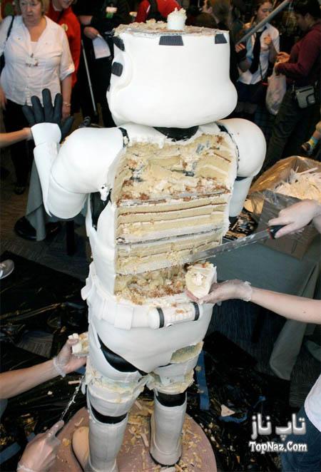 کیک بزرگی که شبیه به آدم ساخته شده