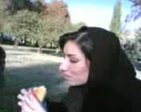 کلیپ خنده دار پیدا شدن قورباغه در ساندویج دختر