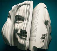 کتاب های عجیب که به شکل چهره انسان هستند !