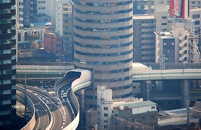 26.دروازه برج ساختمان (اوزاکا، ژاپن) - بزرگراه از طریق ساختمان ...
