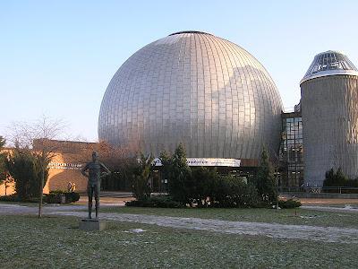 8 افلاکنما برلین زایس (برلین، آلمان)