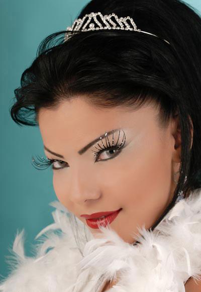 09911573408964266377 عکس مدل های جدید آرایش چشم و صورت آبان 90