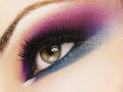 29308543508502363609 عکس مدل های جدید آرایش چشم و صورت آبان 90