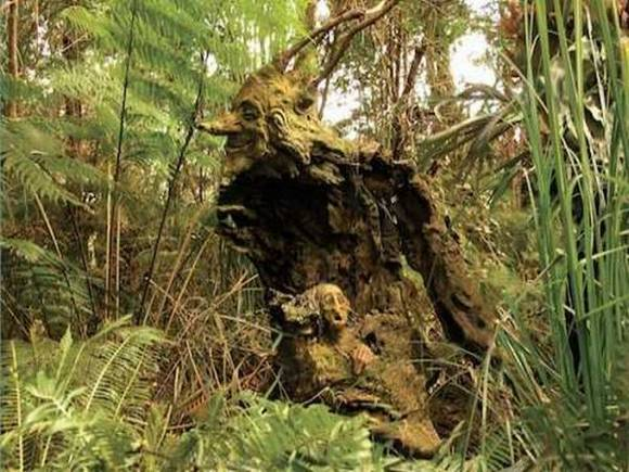 مجسمه چوبی