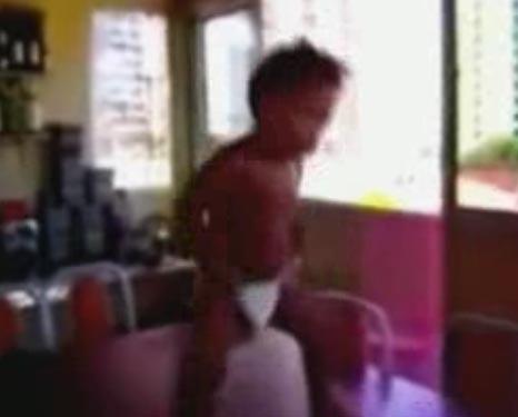کلیپ رقص پسر بچه