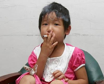 دختر سیگاری