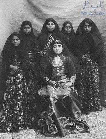 اخترالدوله، دختر ناصرالدین شاه به همراه خدمتکاران
