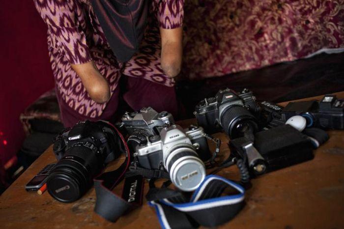خانم عکاس بدون دست