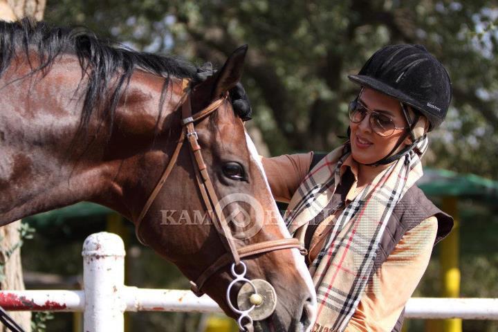 عکس های لیلا بلوکات هنگام سوارکاری با اسب