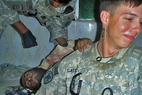 عکس یادگاری سربازان آمریکایی با اجساد+18