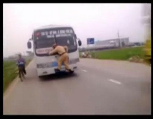 سر سختی عجیب پلیس تایلندی+کلیپ