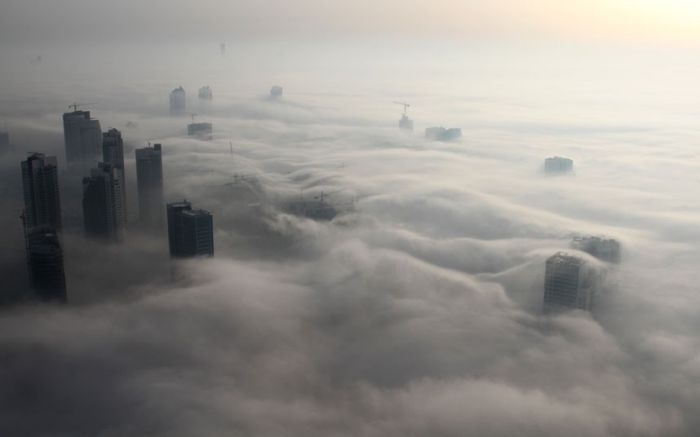 شهر دبی در مه